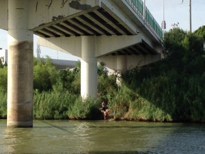 The international bridge that connects Hidalgo, Texas to Reynosa, Tamaulipas. The number of unaccompanied children trying to cross the border illegally in this area has decreased. (Mónica Ortiz Uribe)