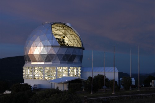 The Hobby-Eberly Telescope at McDonald Observatory. (Credit: UT Austin)
