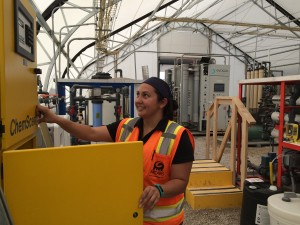 Chelsea Francis monitors equipment at the advanced purification pilot plant in El Paso, Texas. (Mónica Ortiz Uribe)