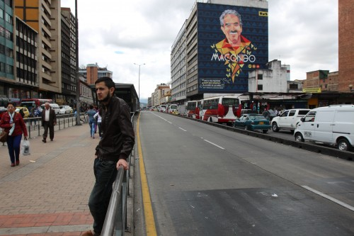 A clear bus lane beside traffic in downtown Bogotá. On the upper right, a mural of Colombian writer and Nobel Laureate Gabriel García Márquez who died in 2014. (Lorne Matalon)