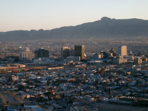 El Paso, TX. If HB2 is upheld, the only clinic in El Paso will have to close. (Blick auf El Paso vom Scenic Drive aus,  Lechhansl, 2006, Wikimedia Commons.)