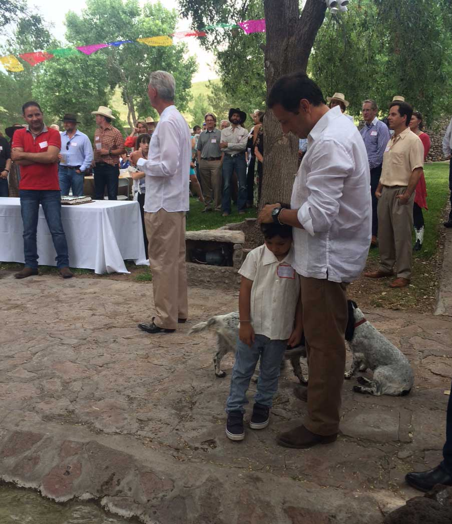 John Poindexter (center), owner of Cibolo Creek, addresses a crowd, as Miguel Carreón (left), mayor of Ojinaga, Mex., and Poncho Nevárez (right), TX-74 state representative, looks on, September 2015 (KRTS/Tom Michael).